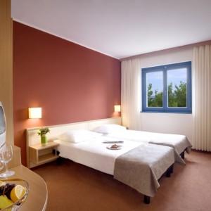 2009 Valamar Koralj Hotel Room 5.jpg